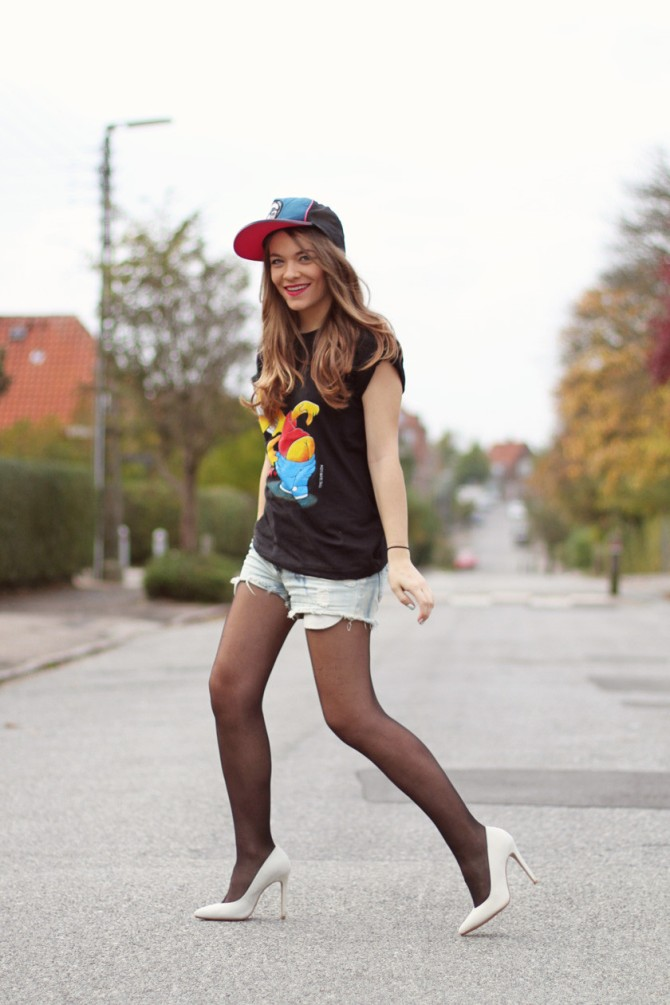 Amateur-Hipster-Girl-in-Strumpfhosen
