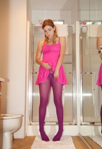 Amateur Teen in Pink Pantyhose - DSCN_01