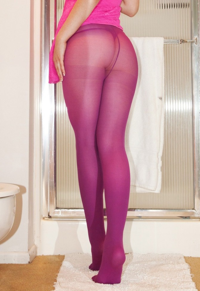 Amateur Teen in Pink Pantyhose - DSCN_09