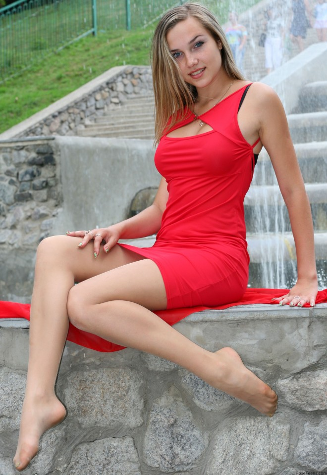 woman_in_the_red_dress_by_drknyght6-d6b5o24