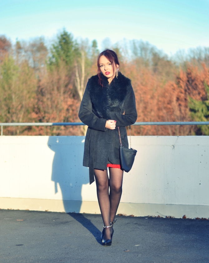 Weihnachts_Outfit_rotes_Kleid_elegant_Mantel_5