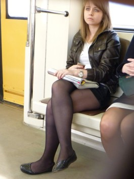 0501075150755_10_Candid nylons (trains & subway) - 80202_299497176_122_648lo