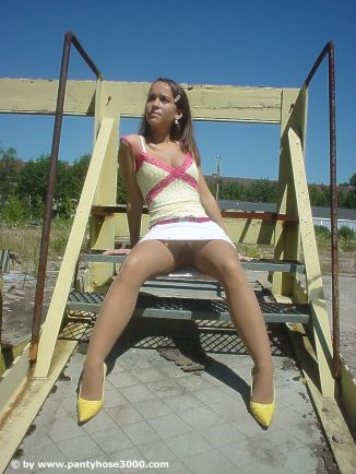 sweet-teen-outdoor-pantyhose_picture03